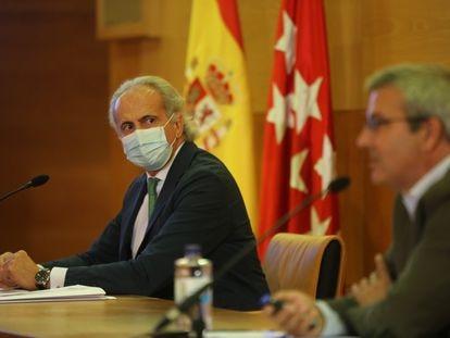 El consejero de Sanidad de la Comunidad de Madrid, Enrique Ruiz Escudero, durante la rueda de prensa de este viernes.