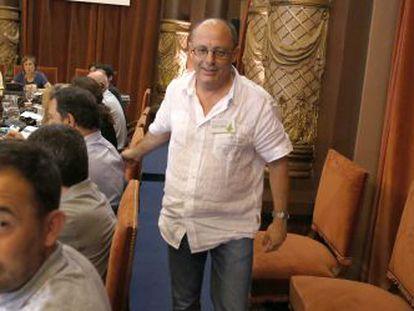 El alcalde de San Sebastián, Juan Karlos Izagirre, abandona el pleno celebrado a finales de julio en el que se trató la desanexión de Igeldo.