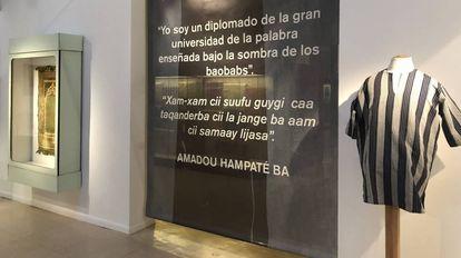 Detalle de la exposición ersonas que migran, objetos que migran… desde Senegal.