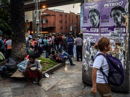 Un cartel electoral de Gustavo Petro en Medellín, durante la campaña presidencial de 2018.