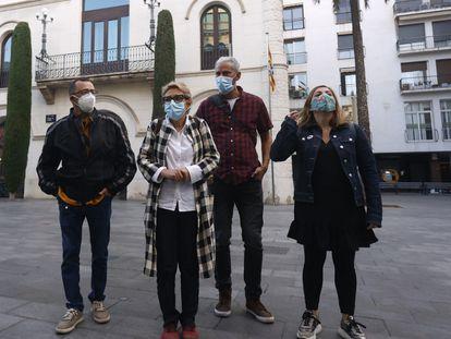 De Izquierda a derecha, Toni Flores, Carme Martínez, David Guerrero y Nora Sansebastián, regidores de Guanyem Badalona en Comú, este jueves en Badalona.
