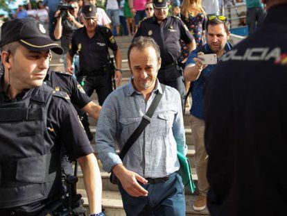 Franceso Arcuri, la expareja de Juana Rivas, a su llegada al Juzgado de Instrucción 2 de Granada. FERMÍN RODRÍGUEZ / VÍDEO: ATLAS