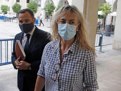 La exalcaldesa de Alicante Sonia Castedo a su llegada a la Audiencia Provincial para el juicio por el presunto amaño del PGOU, una de las ramas del denominado 'caso Brugal'.
