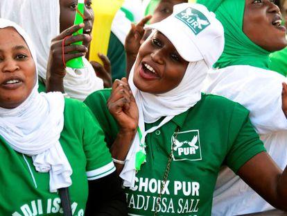 Seguidoras del Partido de la Unidad la Agrupación (PUR) durante una campaña de apoyo al candidato a las presidenciales senegaleses el pasado 3 de febrero en el estadio municipal de Thiaroye, un barrio de Dakar.