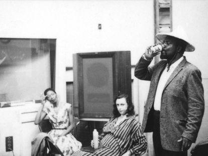 Desde la derecha, Monk, Nica Rothschild y Nellie, esposa del pianista, en 1959 en la grabación.
