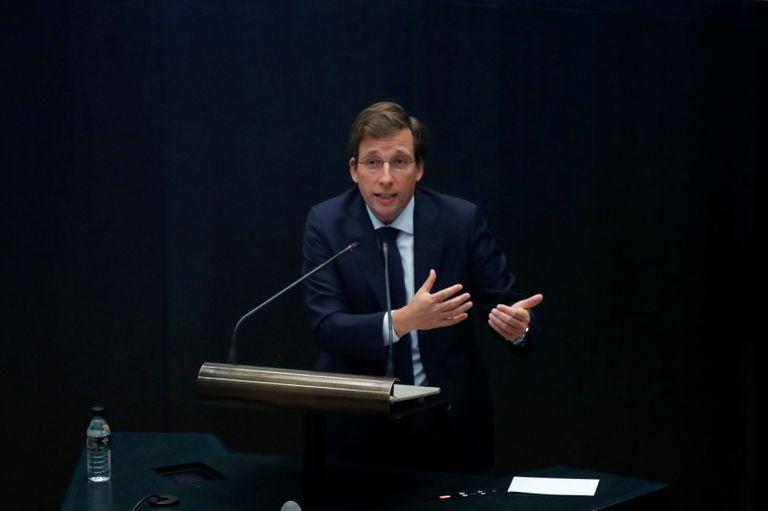 El alcalde de Madrid, José Luis Martínez-Almeida, toma la palabra durante su primer debate del estado de la ciudad, en el salón de sesiones del pleno del Palacio de Cibeles, sede del Ayuntamiento de Madrid.