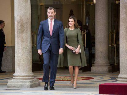 El Rey y la Reina durante la entrega de los premios nacionales del deporte, en el Palacio de El Pardo el pasado lunes.