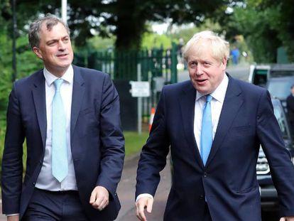 Boris Johnson y el ministro para Irlanda del Norte, Julian Smith, la semana pasada en Belfast.