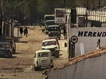 Vista de las calles de Orcasitas a finales de los años setenta, en un fotograma de 'La ciudad es nuestra' de Tino Calabuig.