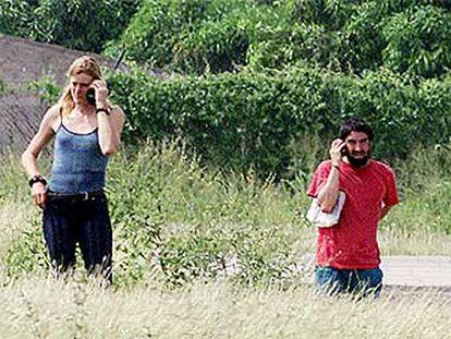 Asier Huegun y Reinhilt Weigel hablaban por teléfono con sus familias a su llegada a Valledupar.