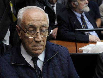 El excapitán Jorge Eduardo Acosta, alias Tigre, en la lectura de un fallo por crímenes de lesa humanidad perpetrados durante la dictadura argentina, en 2017.