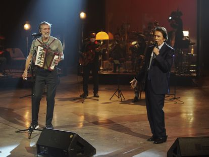 Raphael performs alongside Emilio Aragón for his new program, 'BSO', on Movistar +.