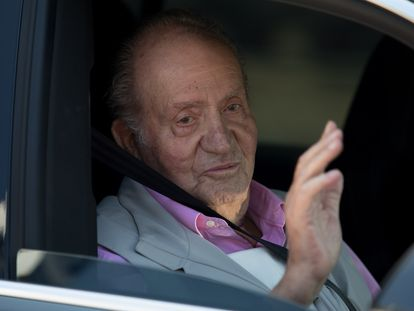 Juan Carlos de Borbón, tras abandonar el Hospital tras una operación el año pasado.