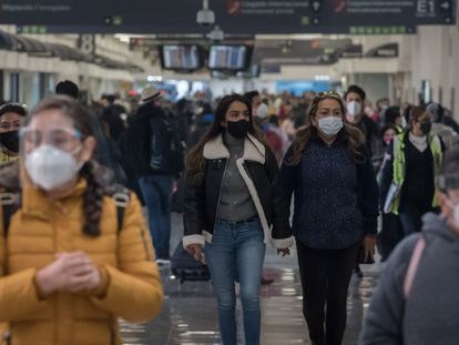Pasajeros en el Aeropuerto internacional de Ciudad de México, el pasado 8 de enero.