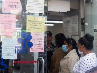 Pacientes en el Instituto Mexicano de Enfermedades Respiratorias, de Ciudad de México.
