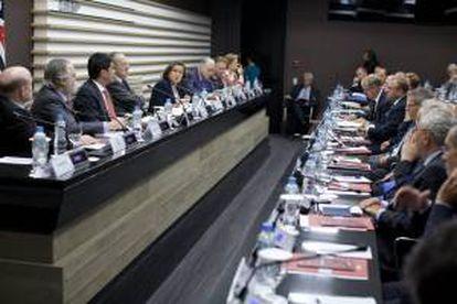La jefe de la delegación de la Unión Europea (UE) en Brasil, Ana Paula Zacarias (c), habla el 25 de septiembre de 2013, durante un encuentro con empresarios brasileños y embajadores de la UE para discutir el acuerdo comercial Mercosur-UE, realizado en la sede de la Federación de Industrias del Estado de Sao Paulo, en Sao Paulo (Brasil).