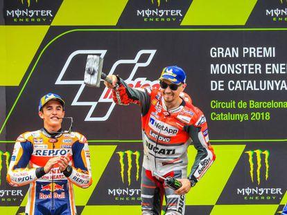 Jorge Lorenzo y Marc Márquez en el podio del Moto GP de Cataluña el pasado 17 de junio.