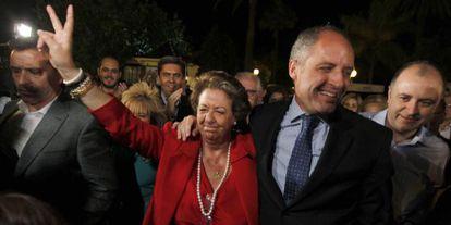 Rita Barberá y Francisco Camps celebran los resultados electorales del PP en las autonómicas de 2011.