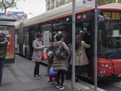 Un bus de la red ortogonal de Barcelona.