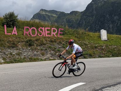 Carlos Rodríguez, al ataque, a su paso por La Rosière.