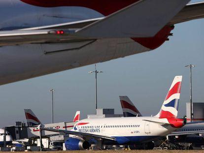 Aviones de British Airways en el aeropuerto de Heathrow, Londres