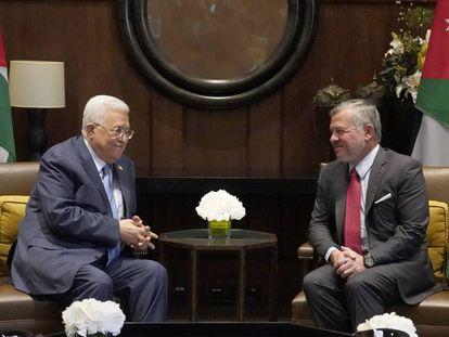 El presidente palestino, Mahmud Abbas, y el rey Abdalá II de Jordania, el miércoles en Amán.