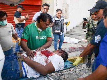 Un padre se despide de su hijo asesinado en Acapulco (Guerrero).