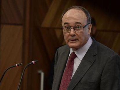 La economía crecerá el año que viene un 2,4% y la crisis catalana restará tres décimas al PIB en los próximos dos años