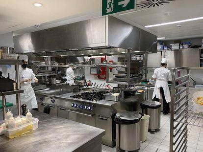 Rincón de las modernas cocinas del hotel. J.C. CAPEL