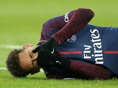 Neymar, tras la lesión en el tobillo, durante el partido contra el Marsella el pasado domingo.