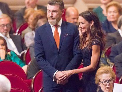 Telma Ortiz y su pareja, Robert Gavin Bonnar, en el teatro Campoamor de Oviedo, donde se celebraron los Premios Princesa de Asturias 2019.