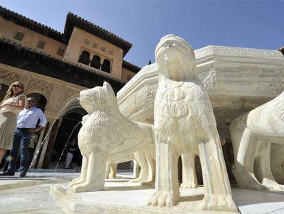 La Alhambra recupera el Patio de los Leones tras una década de obras