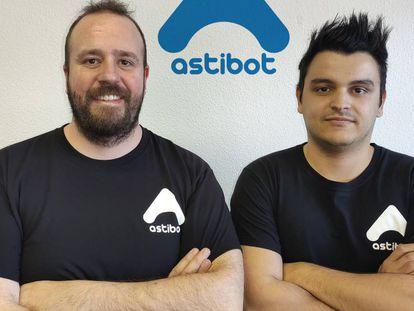 A la izquierda, Felipe Beteta, fundador, junto a Pablo Martínez, del departamento de informática.
