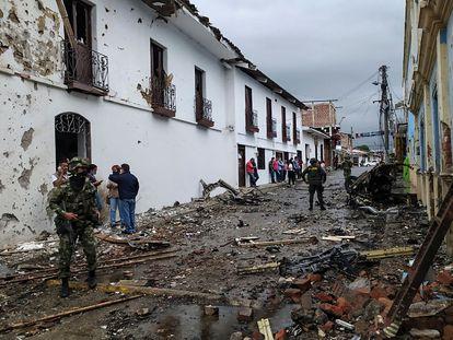 Los escombros provocados por el estallido de un carro bomba en Corinto, Cauca, el pasado 26 de marzo.