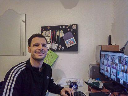 Lucas Pardo, en una clase virtual.