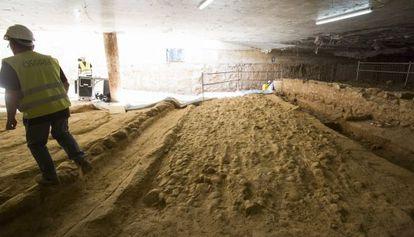 Parte de los 30 metros de Vía Augusta romana localizados bajo el mercado de Sant Antoni.