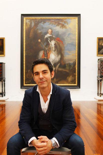 Pablo González Tornel, director del Museo de Bellas Artes de Valencia, con el preciado retrato de Van Dick, que se exhibirá junto al legado de Gernstenmaier.