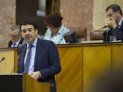 Mario Jiménez, durante su intervención en el Parlamento andaluz.