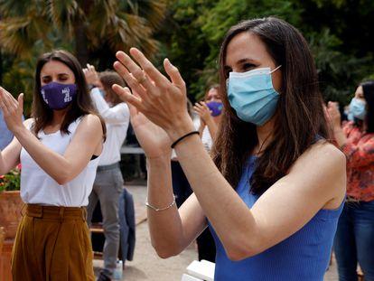 Ione Belarra (derecha) e Irene Montero, este sábado durante el acto en Valencia.