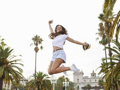 La gente es feliz es en Barcelona... o en cualquier otra ciudad plagada de palmeras y edificios históricos. |
