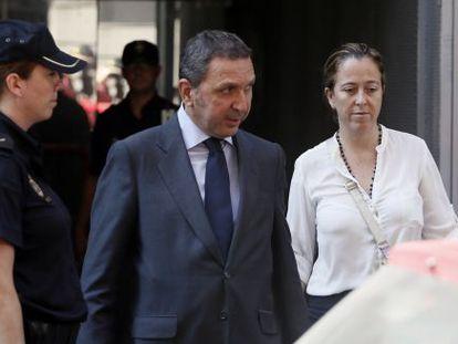 Florencia Maté, esposa de Jenaro García, al salir de la Audiencia Nacional.