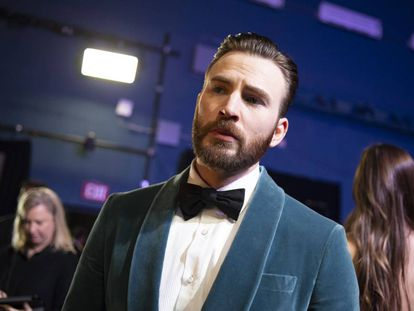 Chris Evans y su esmoquin de terciopelo en la reciente gala de los Oscar.