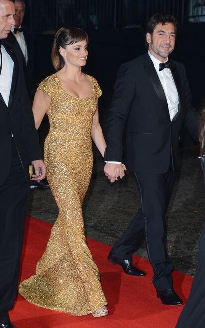 Javier Bardem y Penélope Cruz, en la fiesta tras el estreno de 'Skyfall' en Londres.