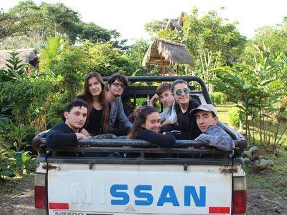 Varios alumnos de Las Musas en la expedición a La Amazonía de 2019, en una imagen cedida por el centro.