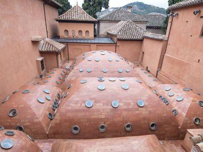 Panorámica del techo del baño de Comares en la Alhambra.