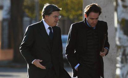 El exconsejero de OHL Javier López Madrid (d) a su llegada a la sede de la Audiencia Nacional en San Fernando de Henares para asistir al juicio de Bankia.
