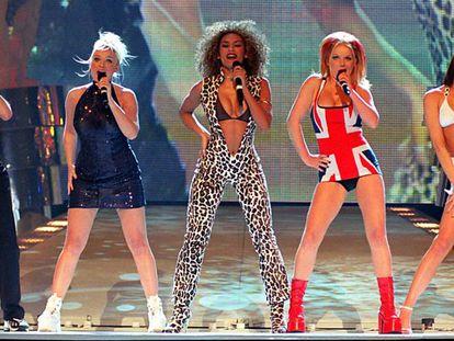 Las Spice Girls, en su actuación en los Brit Awards, en 1997.