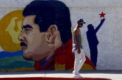 Un mural de Nicolás Maduro en una calle de  la ciudad de Guacara, en el norte del Venezuela, el pasado 2 de diciembre.