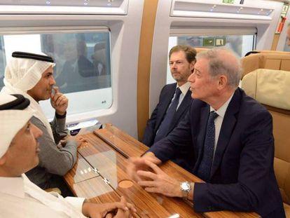 El ministro de Transportes saudí, Nabeel Al-Amudi, con Álvaro Iranzo, embajador de España en Arabia Saudí y otras autoridades en la inauguración del AVE a la Meca
