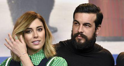 Blanca Suárez y Mario Casas en la presentación de la película 'El Bar'.